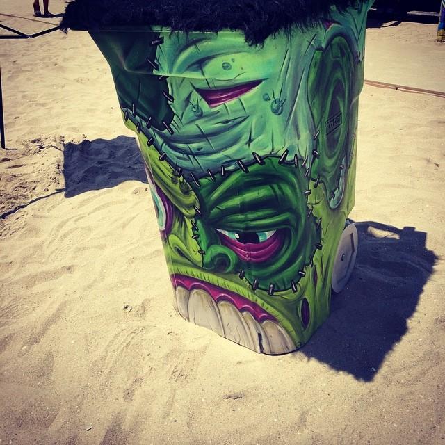 Tachos de basura con onda en el #vansusopen #artevans