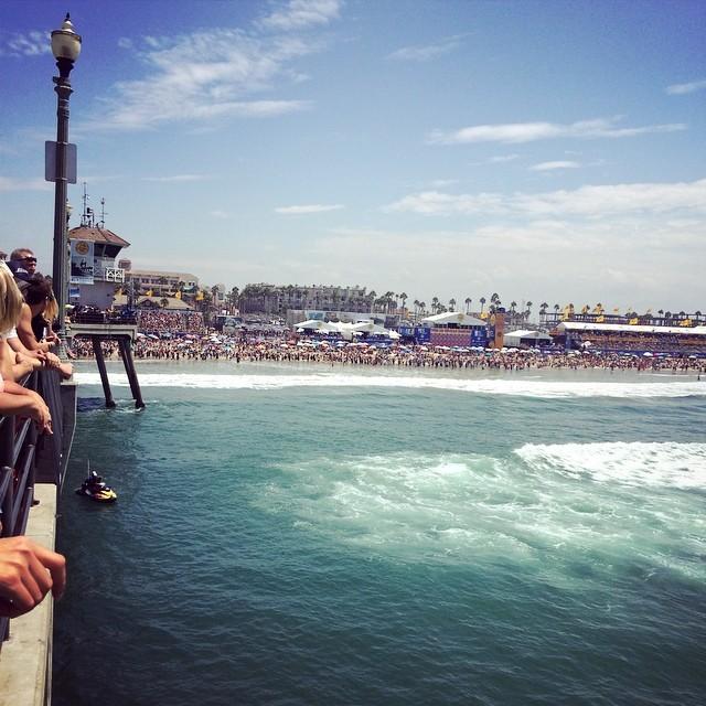 Acá  en el muelle de HB viendo las finales del #vansusopen #surf @asp #surfing #100yearsofsurfing