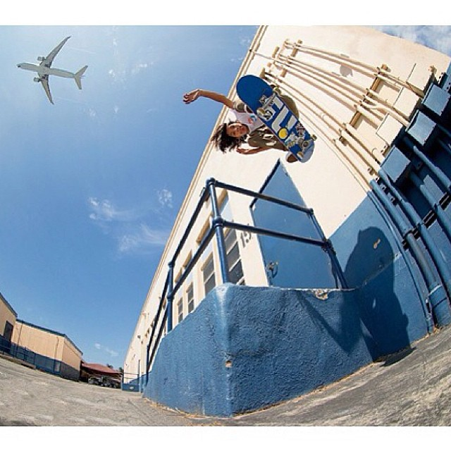foto increíble de Louie López backside 180 @louielo #volcom #volcomskate #volcomstoneage