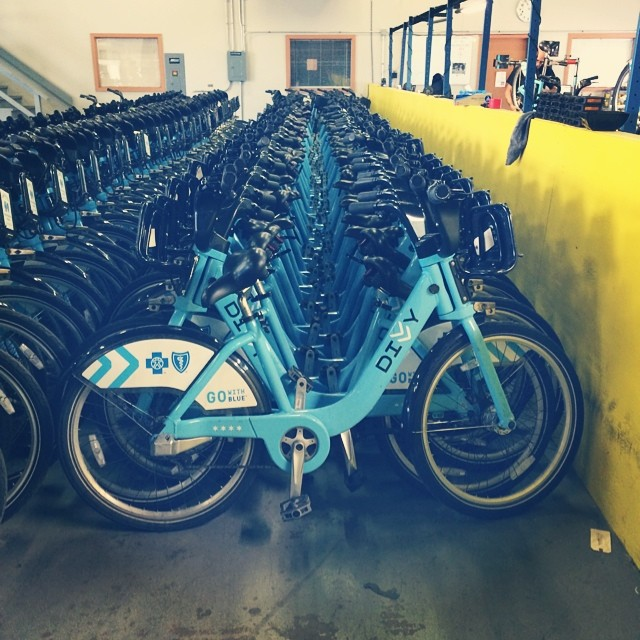 Hanging out with @divvybikes in #Chicago. They got #bikesonbikesonbikes up in here. #divvy #divvybikes #bike