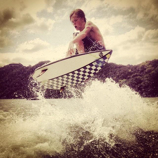 Great shot of Austin local Jake Breedlove airing out his Shred Stixx on Lake Austin! @jj4keb #shredstixx #wakesurf #wakesurfing #keepitfresh