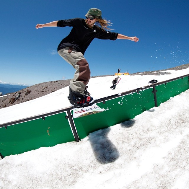 Great shot from our summer trip to #mthood , @helpthechildren100  Really wants to help children- as do we! #smokinisOKforthekids #handmadelaketahoe  check out #willbateman in our latest edit www.smokinsnowboards.com #forridersbyriders #handmadelaketahoe