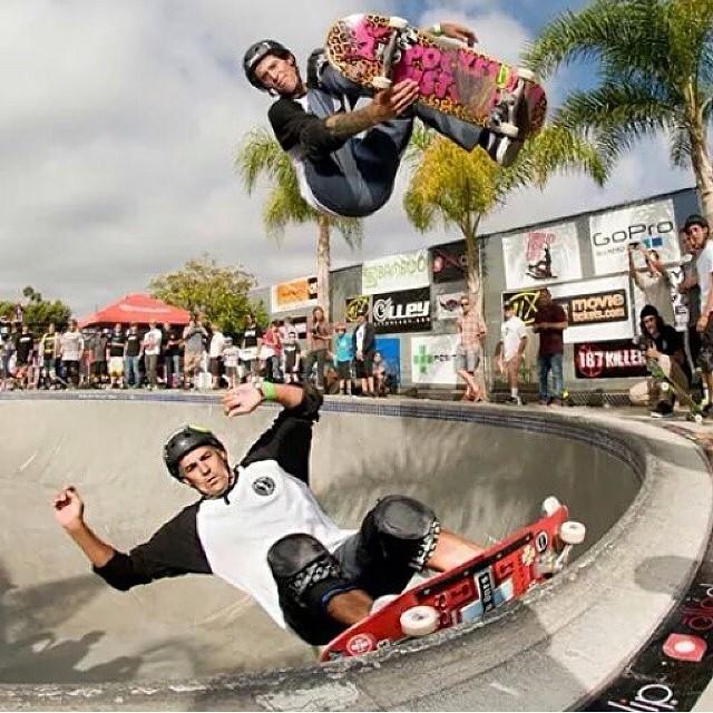 #doubles @clairemontskatepark @joshnelsonsk8 over @sparagram #s1helmets #skateboarding