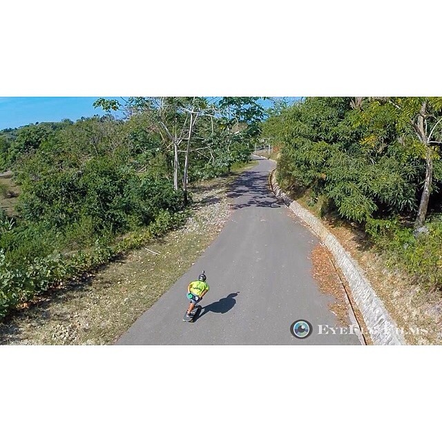 The hills are smelling like keylime and fruit loops now that @gdivanna is ripping them in this fine shot by our friend @eyeflyfilms wooow #staysteez #keepitholesom #delpatiolongboarding