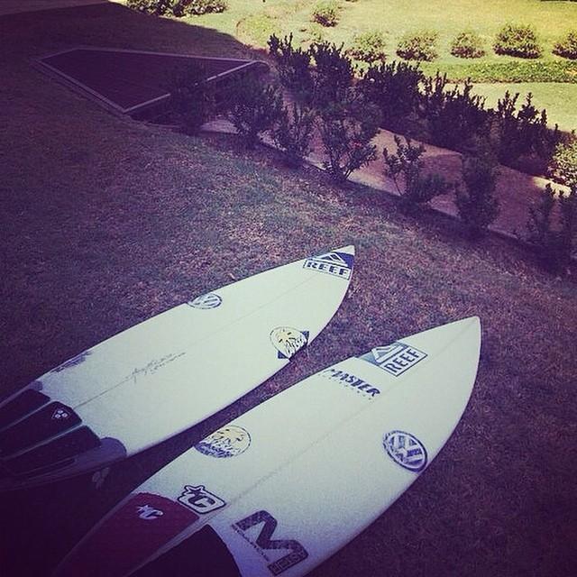 @luismaiturria listo para ir al agua. #soul #surfing #waves #reefargentina