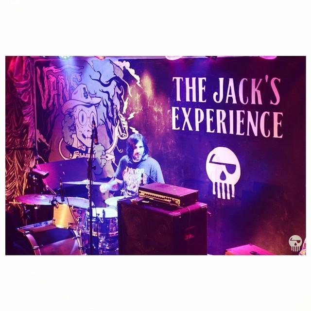 Los miércoles a la noche nos encuentran en The Jack's Experience, la fiesta de Makena donde se toman ricos tragos, se escucha buena música y se puede disfrutar de shows en vivo.
