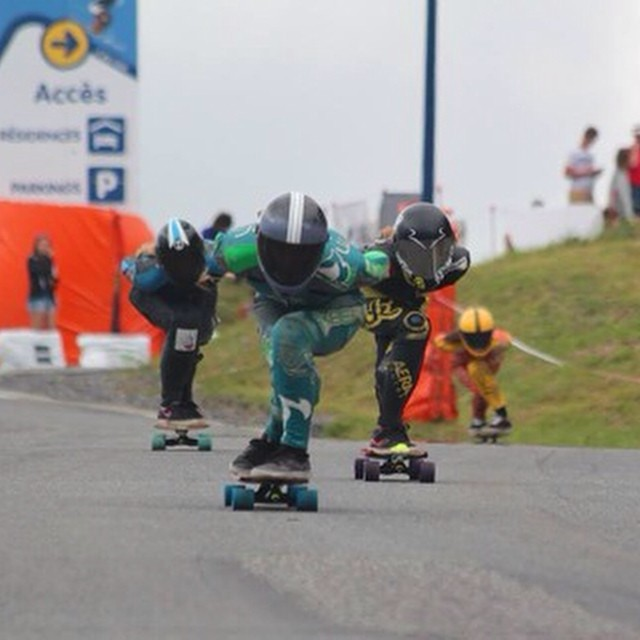@e_coree, @spokywoky, @tash93skate & #LydeBegue yesteray in #Peyragudes. Finals tomorrow. GO GIRLS! @sickboardslongboards photo #pnd2014 #longboardgirlscrew #girlswhoshred