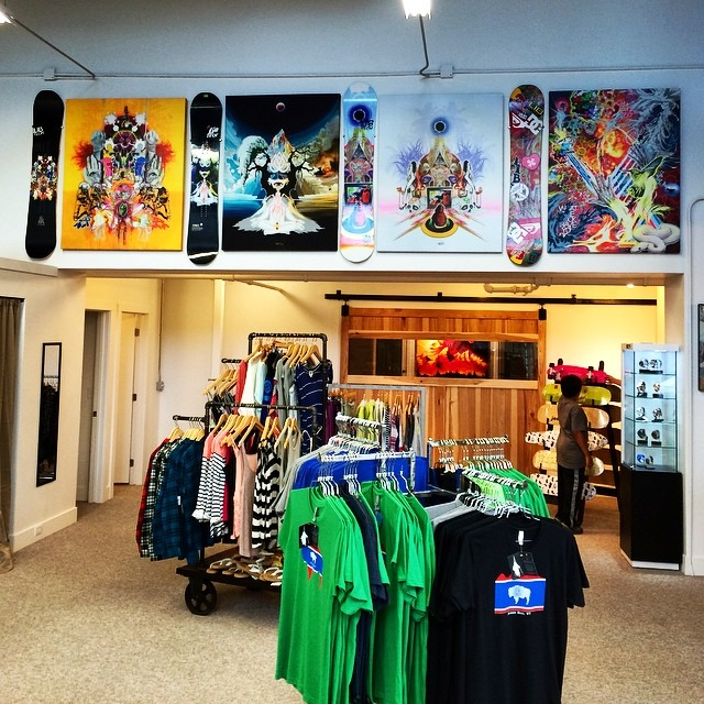New @mikeparillo @travisrice art and board installation is up at Jackson Treehouse, adjacent to the new @asymbol gallery. This is the complete Travis Rice collection spanning 2006/7 - 2011/12 Trice board graphics along with Travis's own personal...