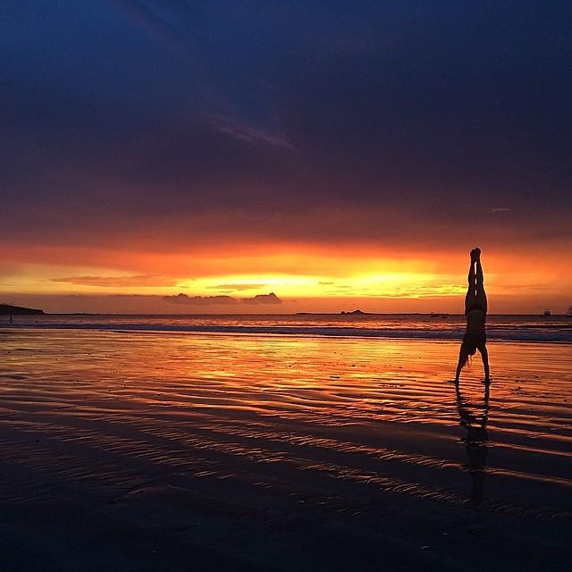 Holy Sunset! #miolainaction #miola #sunset #tamarindo #costarica #puravida #muse #yogaeverydamnday