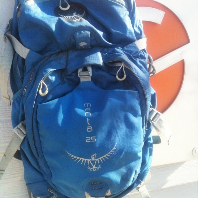 This @ospreypacks #manta25 has handled the Colorado trail race, daily bike commutes to shop, the top of the #Tetons, the #Himalayans, the #Rockies, countless mountain bike rides... Not a stitch coming loose or buckle broke!  3 years old and still...