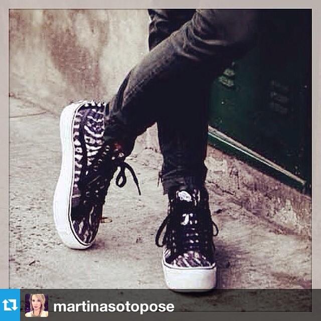 #Repost from @martinasotopose  #vansgirls / vansargentina.tumblr.com/puntosdeventa--- Amor a primera vista. @fiosargenti fue la celestina. Cc @vansargentina @mauri_waddle