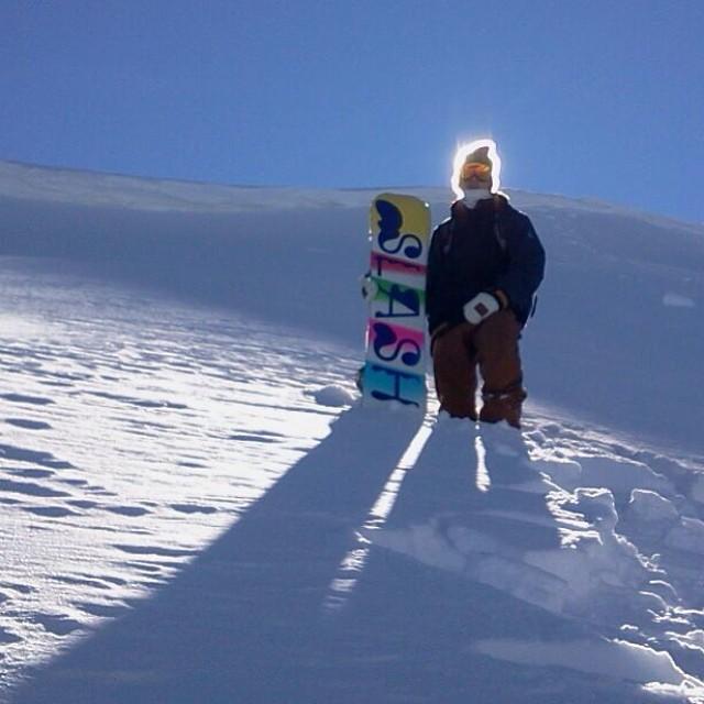 Me sentí iluminado hoy en cerro #bayo. Groso @andeeba por ver y sacar la imagen. @slashsnow @nikesnowboarding @7veintestore  #snowboarding #sudamerica #argentina #patagonia