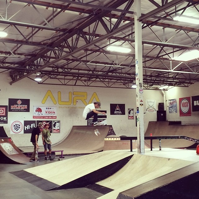 Kids in camp this week @auratrainingfacility learning some tricks. Lindsey Robertson shows 'em how it's done #auratrainingfacility #skateboarding #summercamp