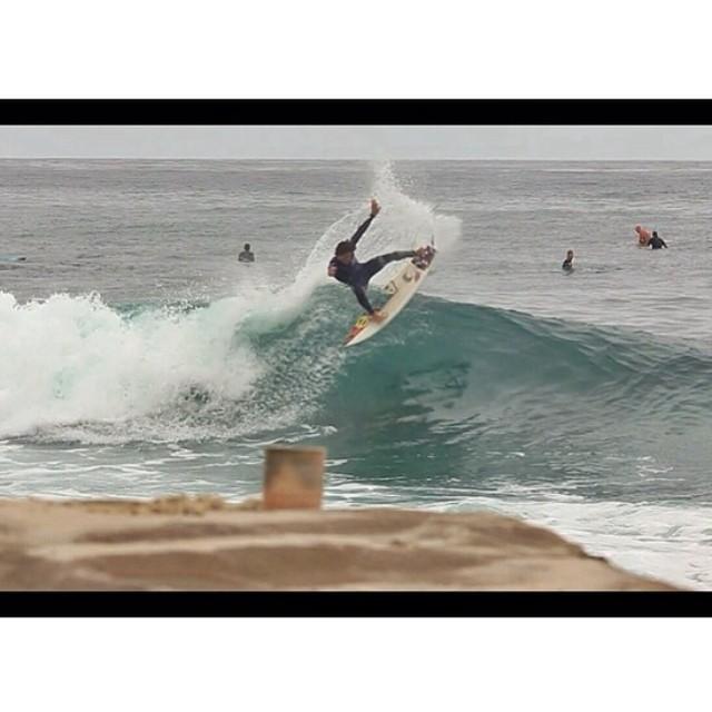 ~Heitor Alves ripping at #WindandSea @heitorsurf Photo: @kaleuwildner #HotlineWetsuits