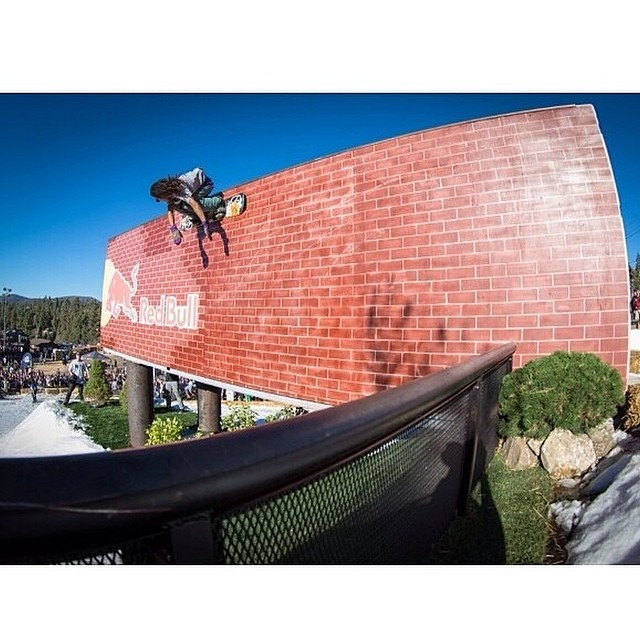 #regram @arborsnowboards Erik Leon at Hot Dawgz & Hand Railz 10 last year. Bear Mountain's main event returns September 27th. @bear_mountain #fluxbindings