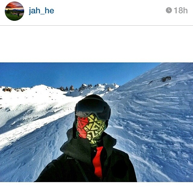 AV7 Renegade @jah_he rocking the Cascade Series Rasta Tshield facemask in Argentina yesterday. Anyone else miss winter as much as I do? #avalon7 #liveactivated Get geared up at www.avalon7.co