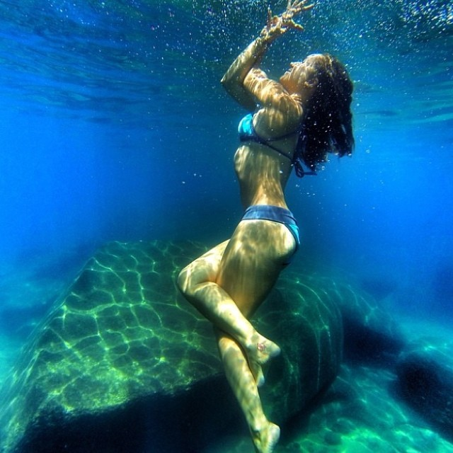 Beautiful shot of sup yoga mermaid Lindsey Gonzalez @boardworkssurfsup @lgyoga in an underwater eagle pose in Lake Tahoe #localhoneydesigns #lindseygonzalez #boardworkssurf #tahoenalu #eaglepose #supyoga #underwater #gopro #bikini #beautiful #love