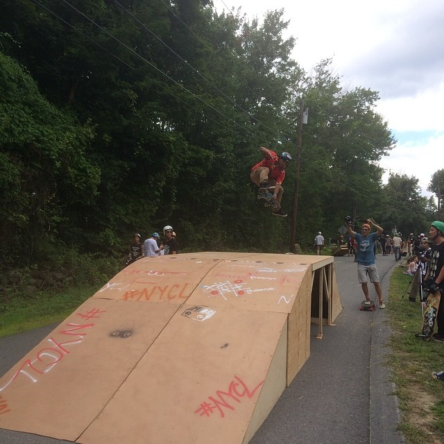 @eddie_henriquez starting off central mass 5! #slidejam #centralmass5 #nycl