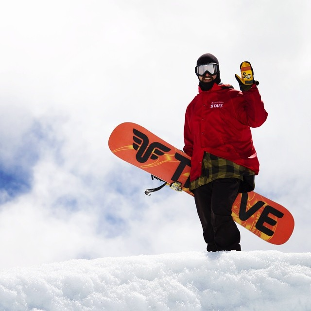Hello! #hood @timberlinelodge #hikethepipe #thrivesnowboards @leeguarino #snowboarder @a.bakez #photographer #summershred @radgloves #snowboard