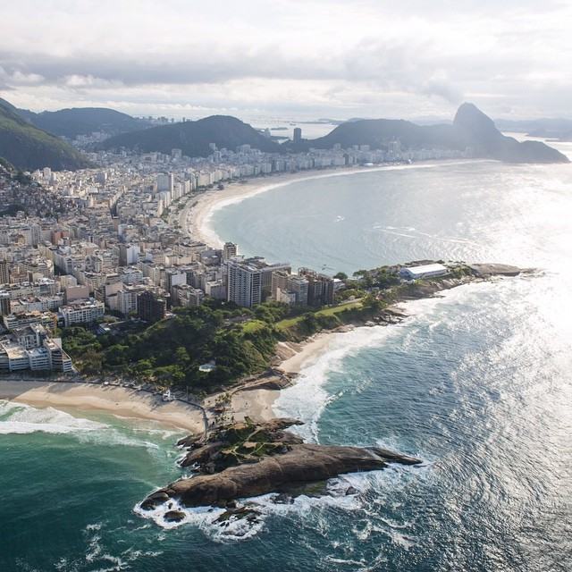 That time we flew a #heli over #Rio with @mgabeira... #AviationDay