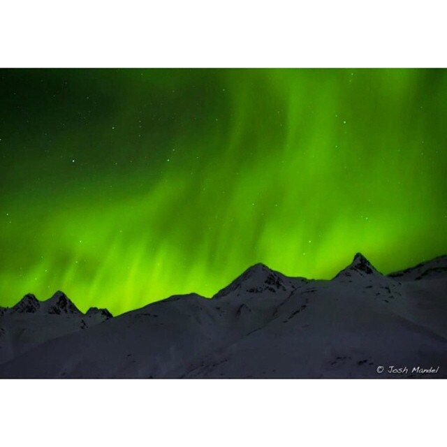 Valdez , Alaska has some beautiful views, this a shot of #northernlights  from the parking lot @tailgatealaska