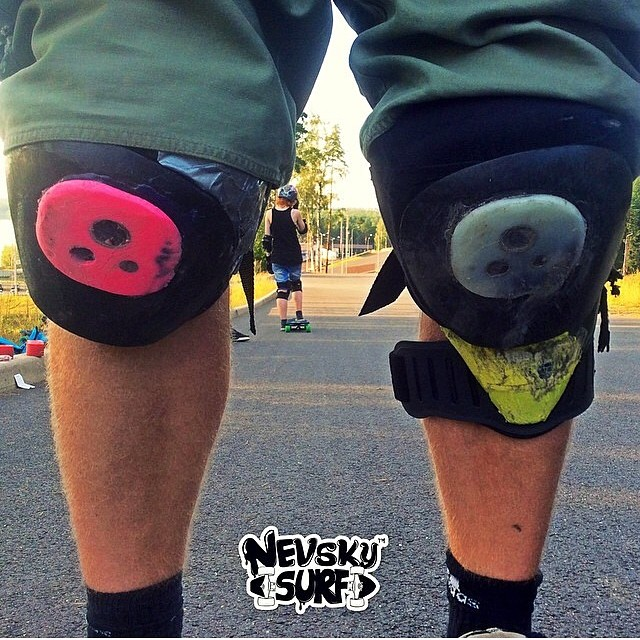 Ripped your kneepads? @nevskysurf got #artsybro to show you what to do ! heehe #staysteez #keepitholesom