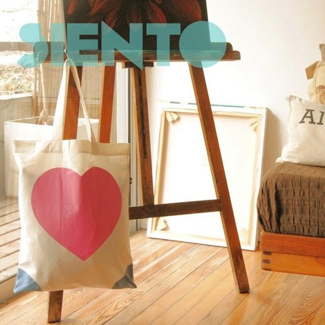 Tenemos un corazon tan grande como nuestra #totebags, nuestro #lifestyle es la buena onda! Encontranos en goodpeople.com/sientobags