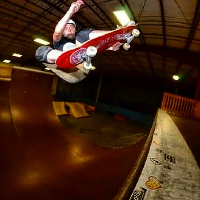 @buddytheelf93 Frontside stalefish on vert at Ollie skatepark.  Photo:@jonfnb