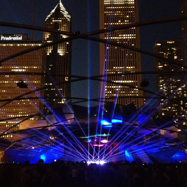 City Lights #chicago #lasers #lawnseats #partyinthepark #picnicelevated #picnic #concert #summer #summernights #sundayfunday cc: @magliarogram