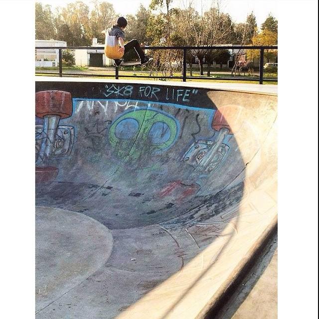Empezar arriba la semana. Santi Rezza @santirezza por @jorgallery #skate #Volcom #intoxicacionespiritual