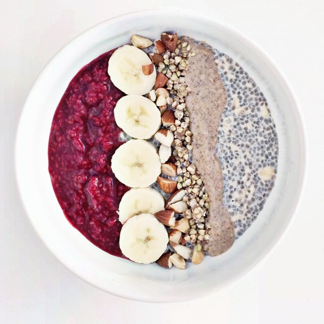 TASTY TUESDAYS//Raspberry Chia Overnight Oats We LOVE breakfast and this recipe makes us want to eat it for every meal of the day. Overnight oats are an easy way to put a twist on your basic oatmeal and makes perfect grab-and-go meal! Combine rolled...