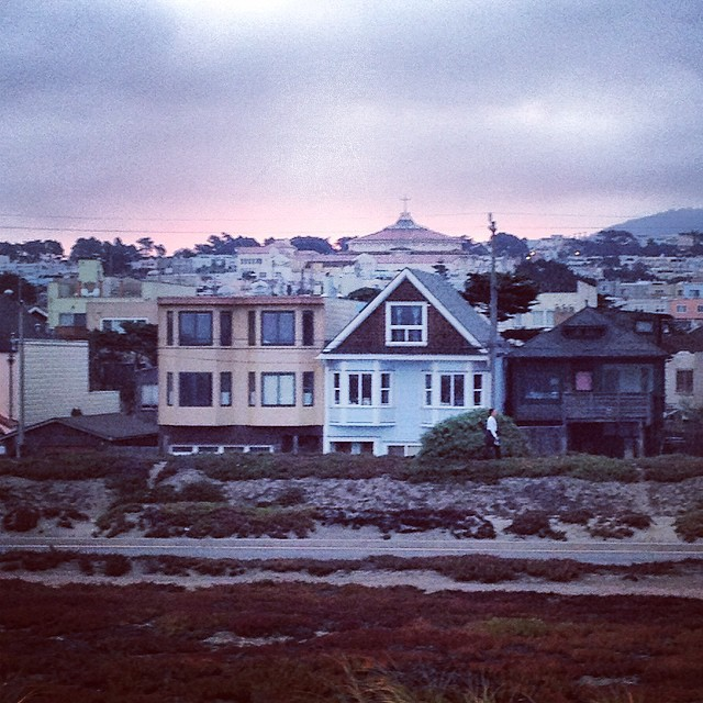 Pink skies and dawn patrol in #sannyfranny #surf #moraga #beachvibes #cityvibes