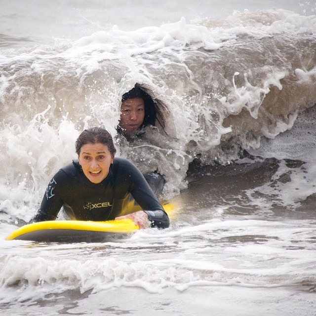 I don't know what this move is called but it's my favorite.  Ever.  Thanks @mi3kaka for this gem.  #headsup #inyoface #takingoneonthehead #surf #norcal #oceanbeach #bikini #californiaavocados