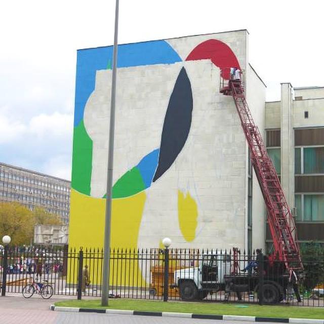 @helloelian está en Rusia en el Moscow Biennale of Street Art. Ahí lo pueden ver en acción. #artevans