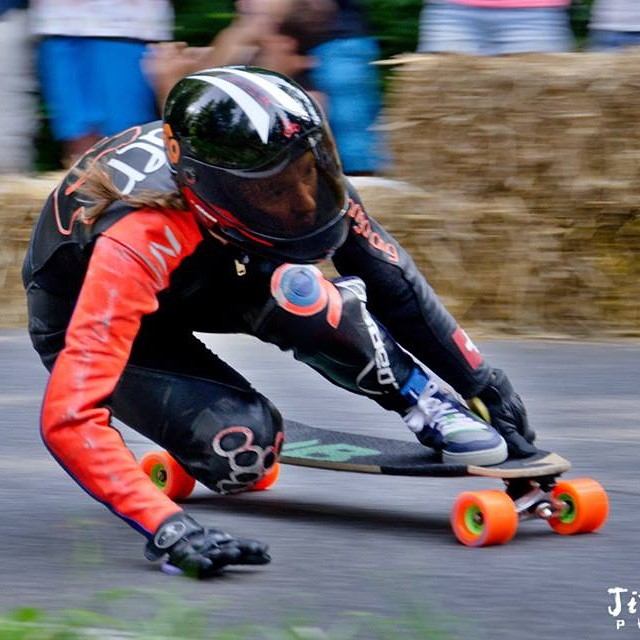 Go to www.longboardgirlscrew.com and check @tamaraprader Kozakov Raw Run. Squirell! #longboardgirlscrew #girlswhoshred