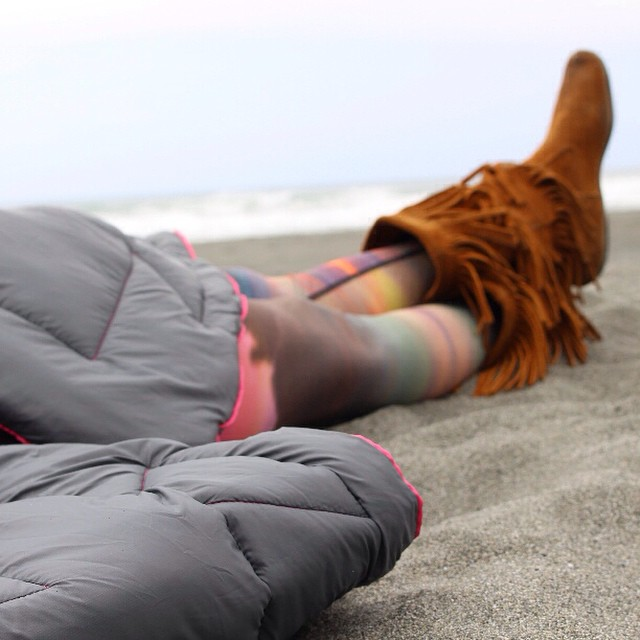 Sundays are for beach naps @dizzyduni #moccasins #spacepants #cozy #beach #laborday #snooze #gorumpl #daynap #festival