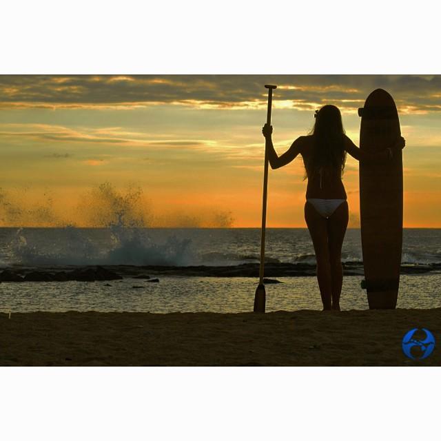 Beautiful @swellliving #sunset @wiseguides #wiseguides #bambooboard #supskate #paddleskate #itakebioastin #SummersLastParty @livelifeinhifi #visionsofsummer @kaenon