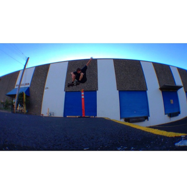Team rider from #Oregon @terek_and_angie⛄️#frostyheadwear #skateboarding