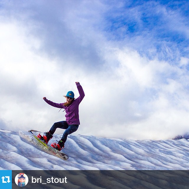 Get it gurrl! #IAmSJ #Repost from @bri_stout with @repostapp --- August shred on Rainier! Now to find some snow for September! #IamSJ #turnsallyear #pnw @shejumps #mtrainier #powpow #extremesuncups #drinkwater #rei1440project