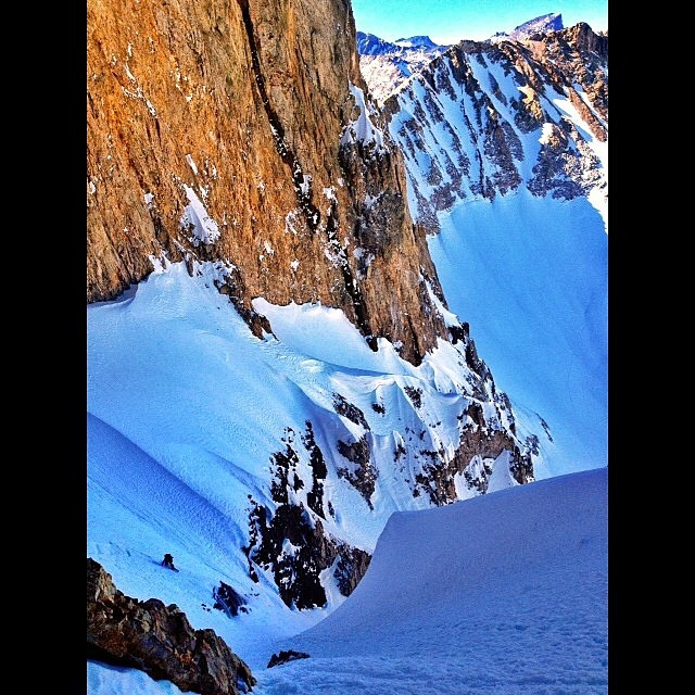 Adventurers @youngdorian and Alejo Sanchez rip the Meister Coulior in Argentina. Wish I was snowboarding right now! @avalon7 #liveactivated www.avalon7.co