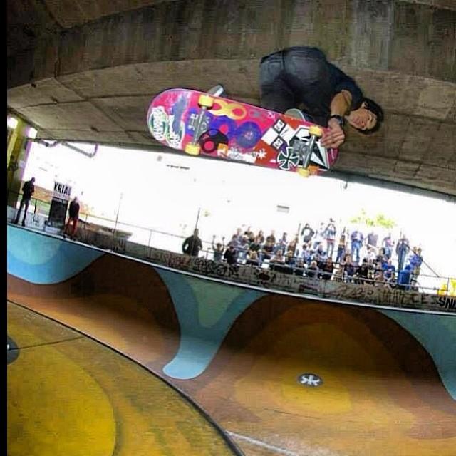 Tremenda foto de Sandro Moral! @sandromoral #volcomskate #volcomstoneage #skate #team #volcom