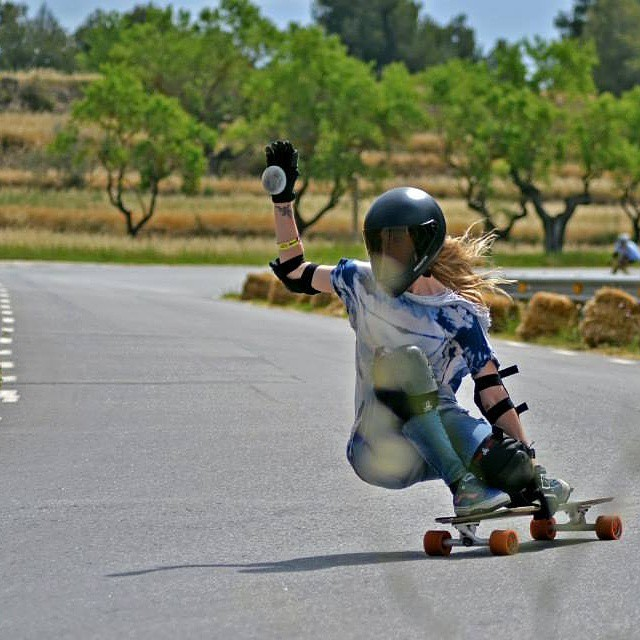 Go to www.longboardgirlscrew.com and check out this fun edit by Spanish rider @palaxa. Enjoy!!! #longboardgirlscrew #girlswhoshred