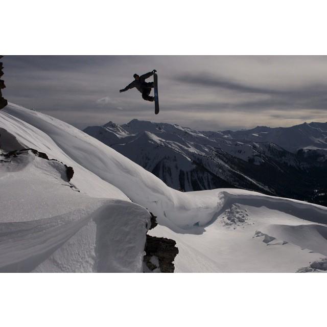 Team rider from #Canada @goldenrider420❄️#frostyheadwear #snowboarding