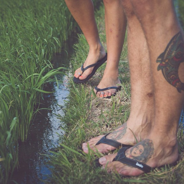 Rice field cruise w/ the Double 6 and innertubed sandals  #balifornia  #pthwys #double6sandal #innertubed