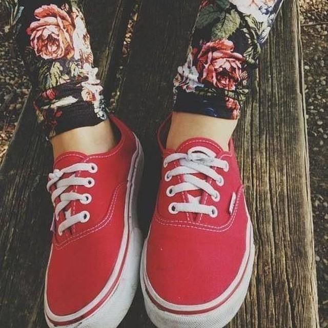 #Vansgirls flores y Authentic Red