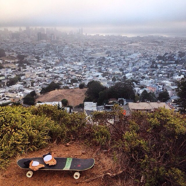 Happy Friday! Team rider Chad Lybrand--@ragnars_world out on a sunrise mission in San Francisco!  #chadlybrand #sanfrancisco #bonzing #dakineskateboard