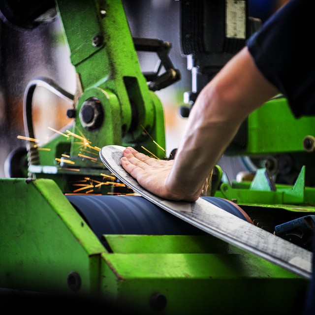 @calvinhawley stays on the grind. #kittenfactory #madeinusa #handmadeskis #skis #cabonfiber #basegrind #saltlakecity #grind #tonyhawk