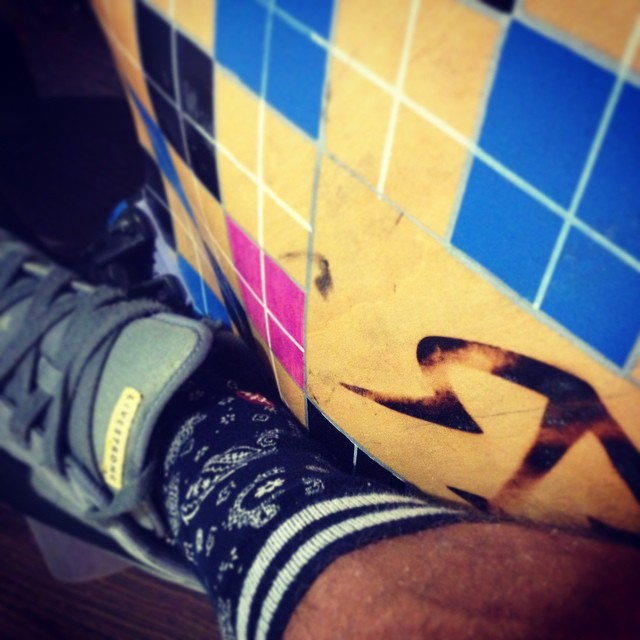 #fancysockfriday crusing in Costa Mesa @stancesocks #roadrashboards #doubledrop #argyle #longboard
