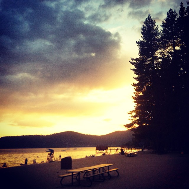 Sunset Sundays - not many things better than a Lake Tahoe summer sunset ✌  #sunsetsundays #thisistahoe