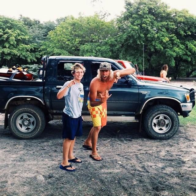 @nachogundesen y @danedamus por correr unas olitas en Nicaragua. #teamvans #surf #surfvans